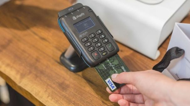 Shopify card reader accepting a chip card transaction
